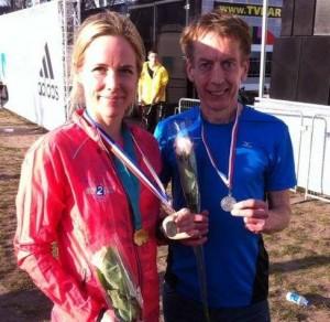Johan en Lineke met hun NK-medailles