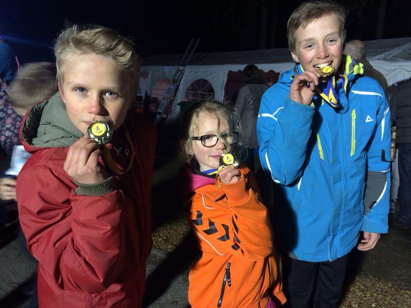 Familie Mollee haalt prijzen op bij Runnersworld AVH NightRun